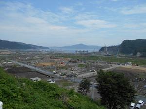城山から眺める復興進む大槌町